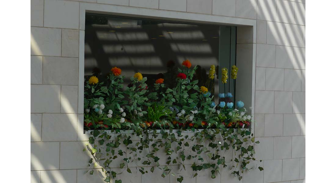 tGG-InsideOutside-WindowBox02